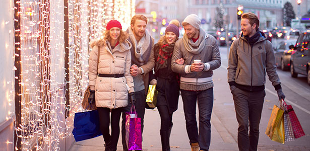 Why do last minute Christmas shoppers wait solong?